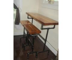 Барный стол и табуретки