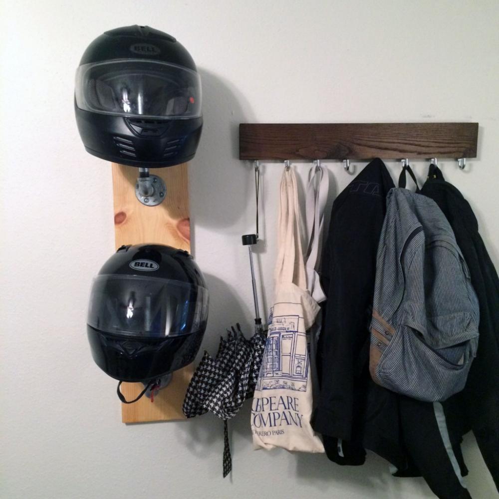 Вешалка-держатель для шлемов